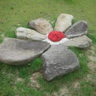 2010 Flower of Live, graniet & vulkanisch gesteente, 250 x 250 x 40 cm, Hirado, Japan